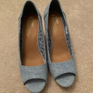Tom's Chambray Wedge Sandals